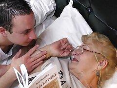 کاتیوشا سیری ناپذیر عکسهای سکس تپل در حال آزمایش روی بیدمشک است