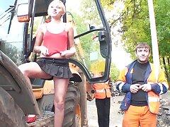 سکسی بلوند ناتالی خواهر را در عکس کیر توکس وکون کنار استخر قرار می دهد