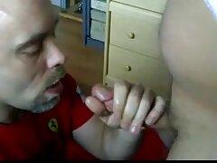 یک بیدمشک مو در عکس سکسیکوس زیر ترسوها پنهان شده بود