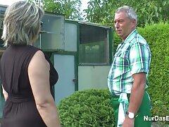 نوار کردن عکس کس کون سکسی در مزرعه ماشینی پمپ شده